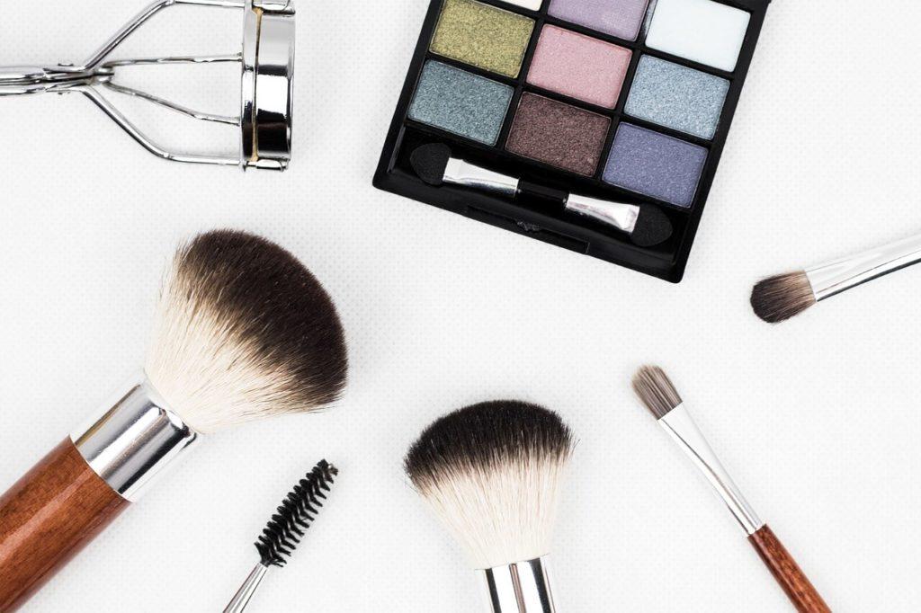 rizador-de-pestañas-y-maquillaje