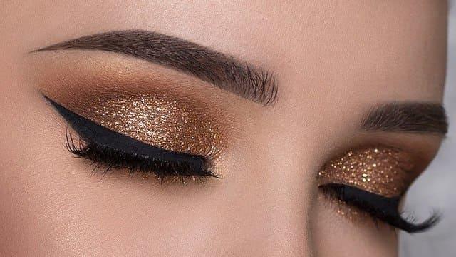 Maquillaje-de-ojos-y-cejas