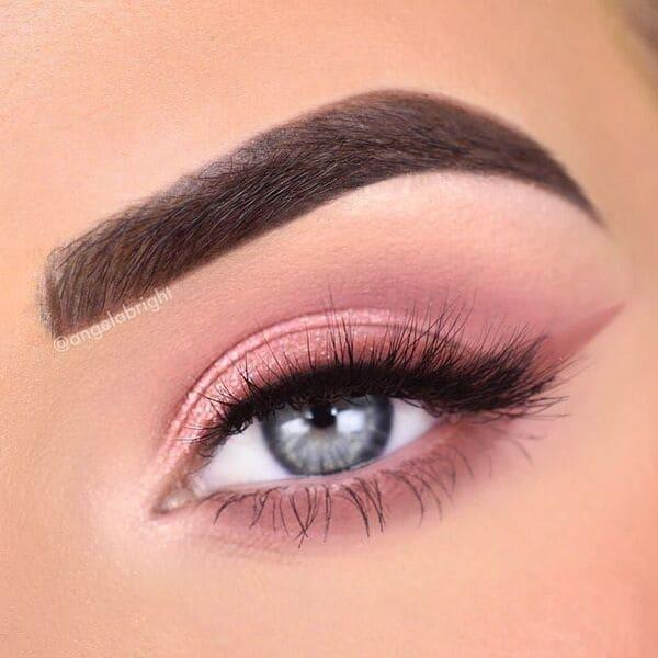 maquillaje-con-delineado-rosa