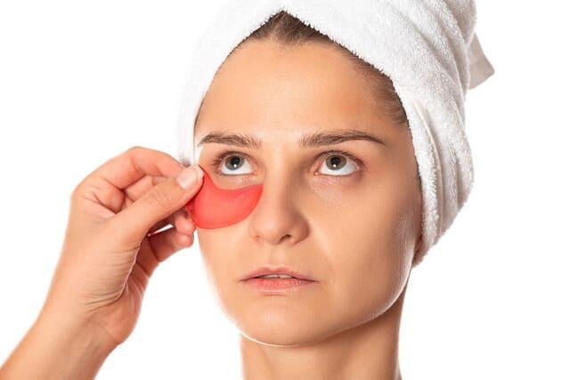 tratamiento-para-bolsas-bajo-los-ojos