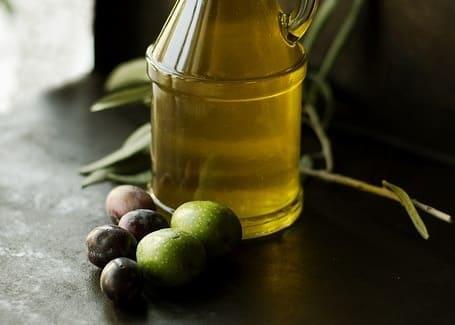 Beneficios-y-usos-del-aceite-de-oliva-para-el-cabello